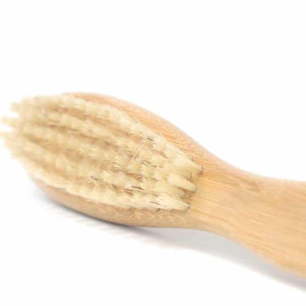 drevena kefa na bradu pre panov prirodno